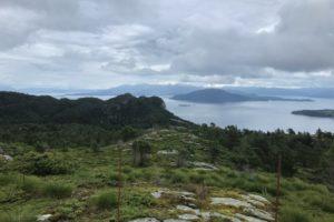 Utsyn frå Steinsfjellet mot fjordar og øyar i Sunnhordland.
