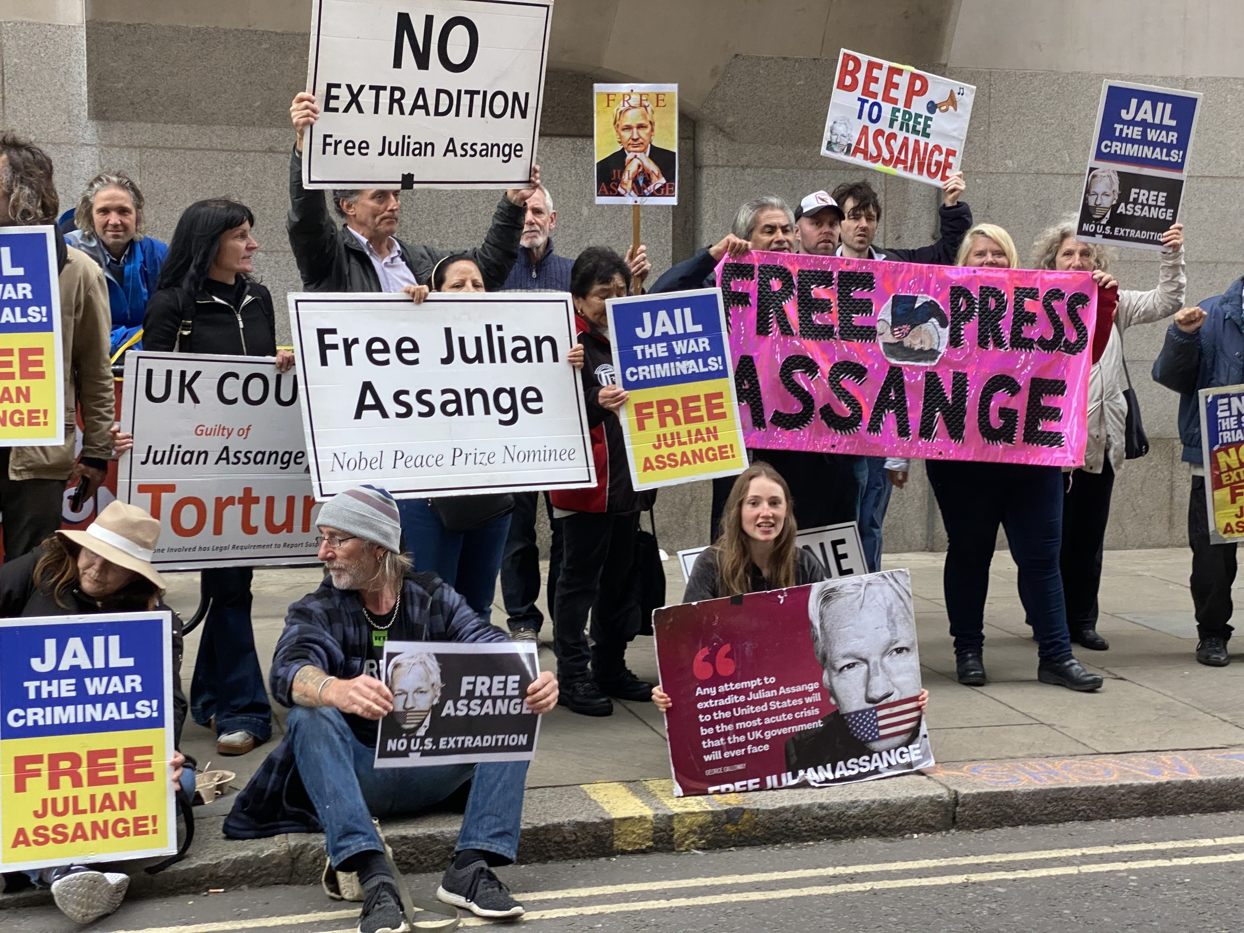 Assange_protest_Old_Bailey_30Sep20