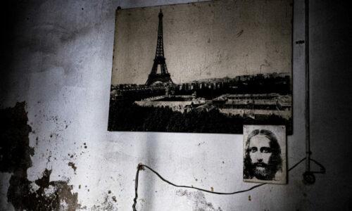 Libanon ble selvstendig først i 1946. Før det var landet på første halvdel av 1900-tallet okkupert av tyrkere, franskmenn og briter. Ennå er det mange som snakker fransk i landet. Libanon har flere statsreligioner, og man regner i dag med at landet består av 50 % muslimer, 45 % kristne og 5 % drusere.